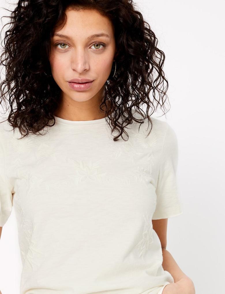 Beyaz Saf Pamuklu İşlemeli T-Shirt