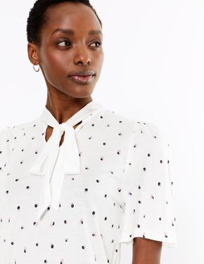 Kadın Krem Desenli Yakası Bağlamalı Bluz