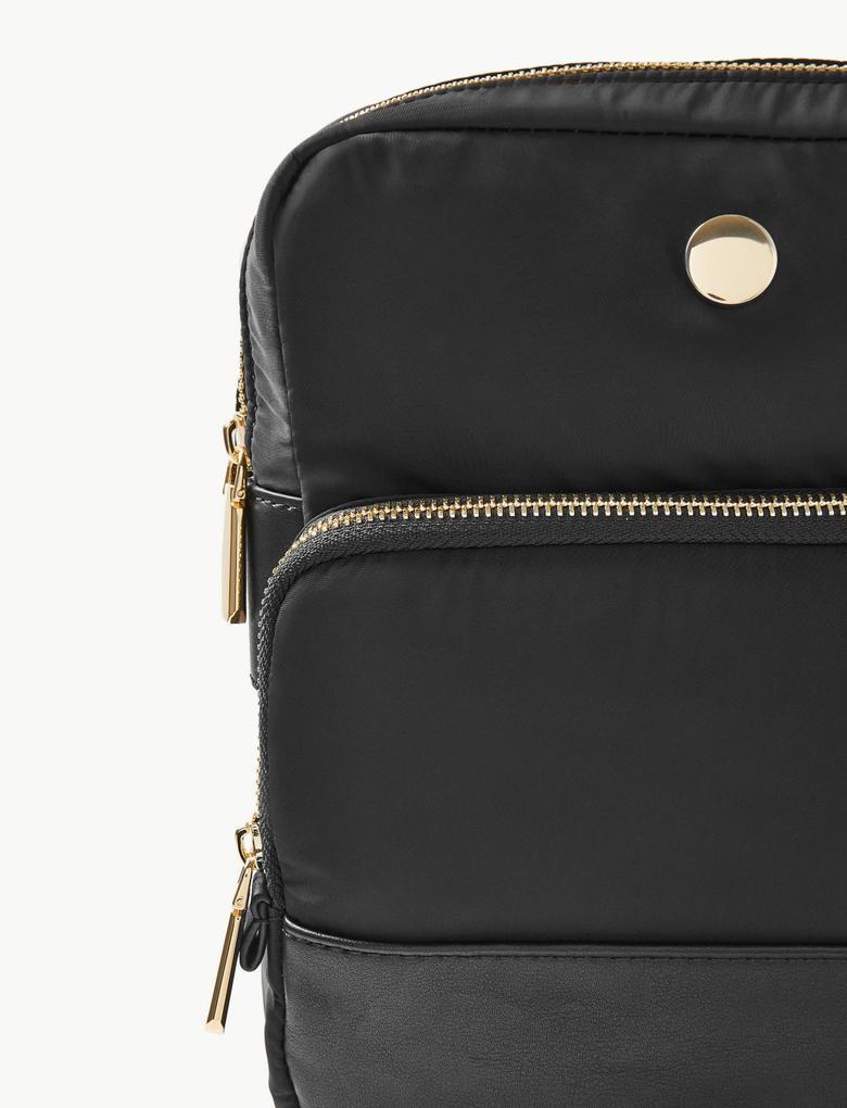 Kadın Siyah Çapraz Askılı Çanta