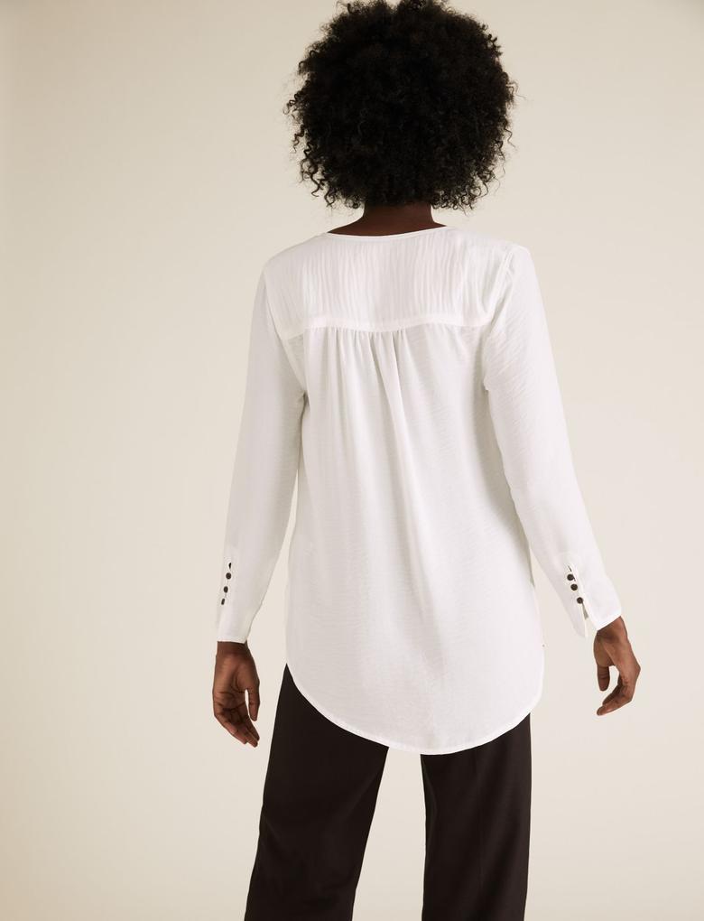 Kadın Beyaz V Yaka Düğme Detaylı Tunik