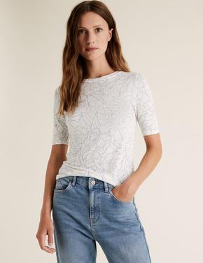 Kadın Beyaz Çiçek Desenli Kısa Kollu T-Shirt