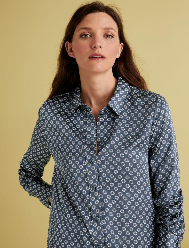 Kadın Mavi Geometrik Desenli Saten Gömlek