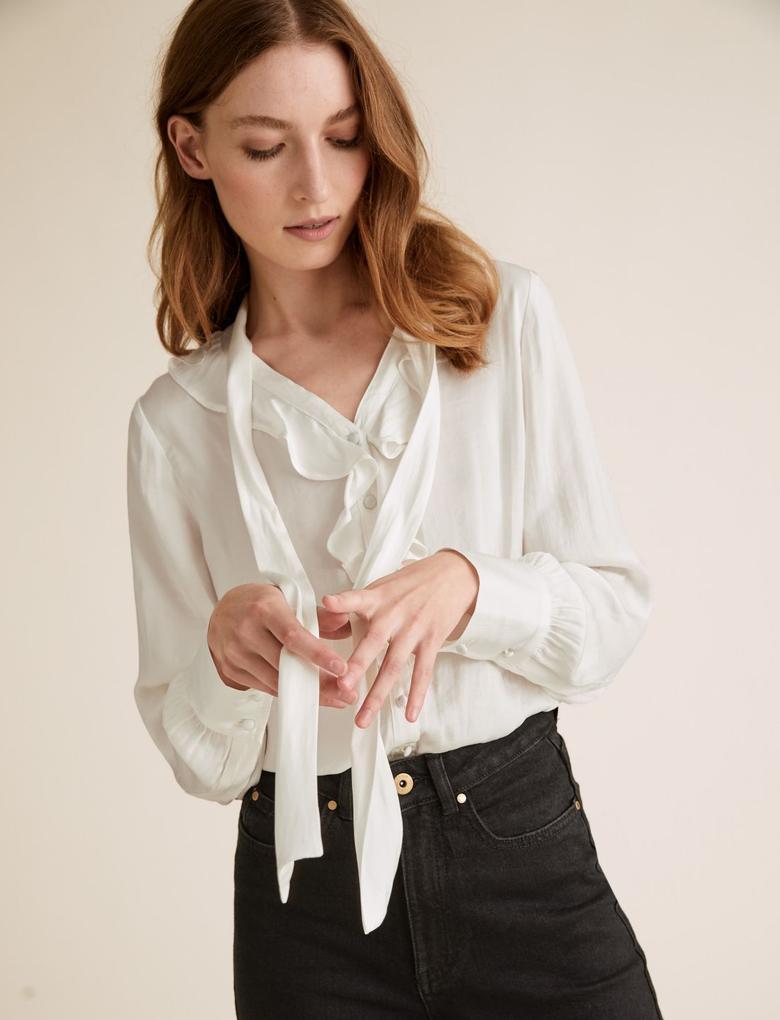 Kadın Beyaz Yaka Detaylı Saten Bluz