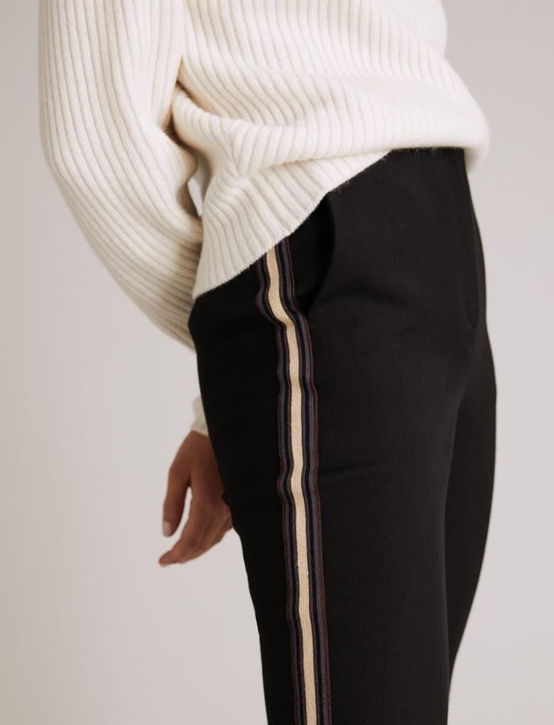 Siyah Şerit Detaylı Tapered Pantolon