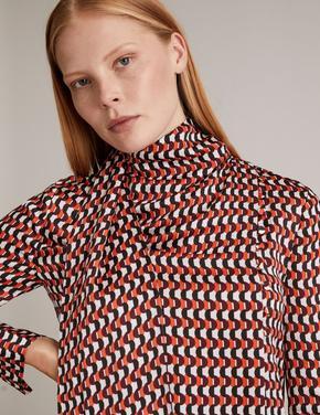 Turuncu Geometrik Desenli Şal Yakalı Bluz