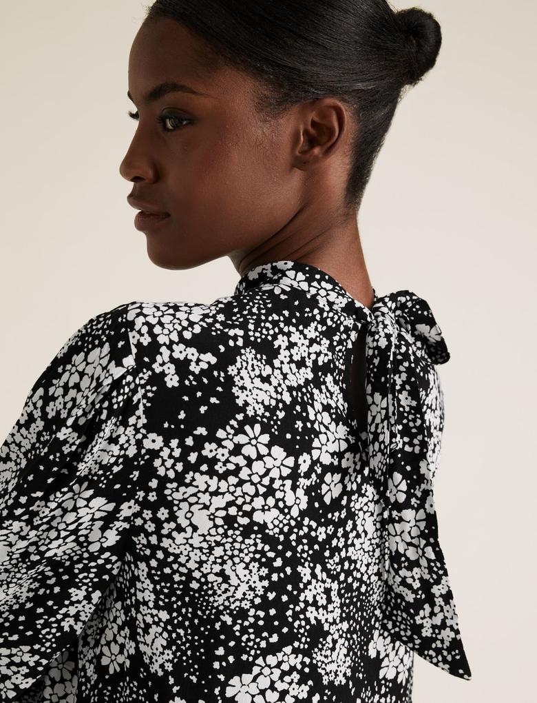 Kadın Siyah Çiçek Desenli Dik Yakalı Bluz