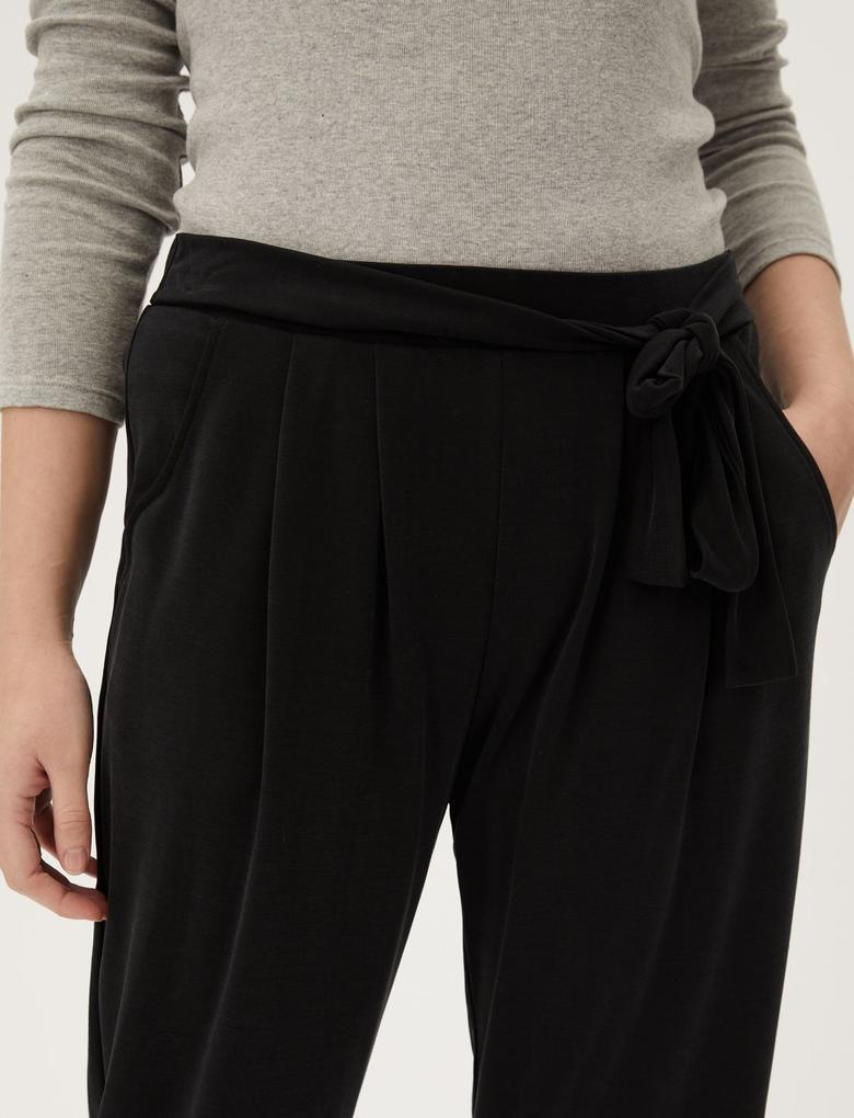 Kadın Siyah Kemerli Ankle Grazer Pantolon