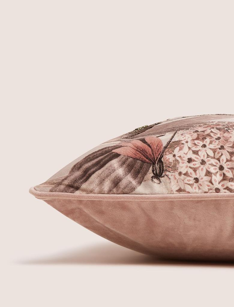 Ev Pembe Çiçek İşlemeli Kadife Yastık