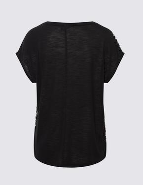 Kadın Siyah Desenli Yuvarlak Yaka T-Shirt