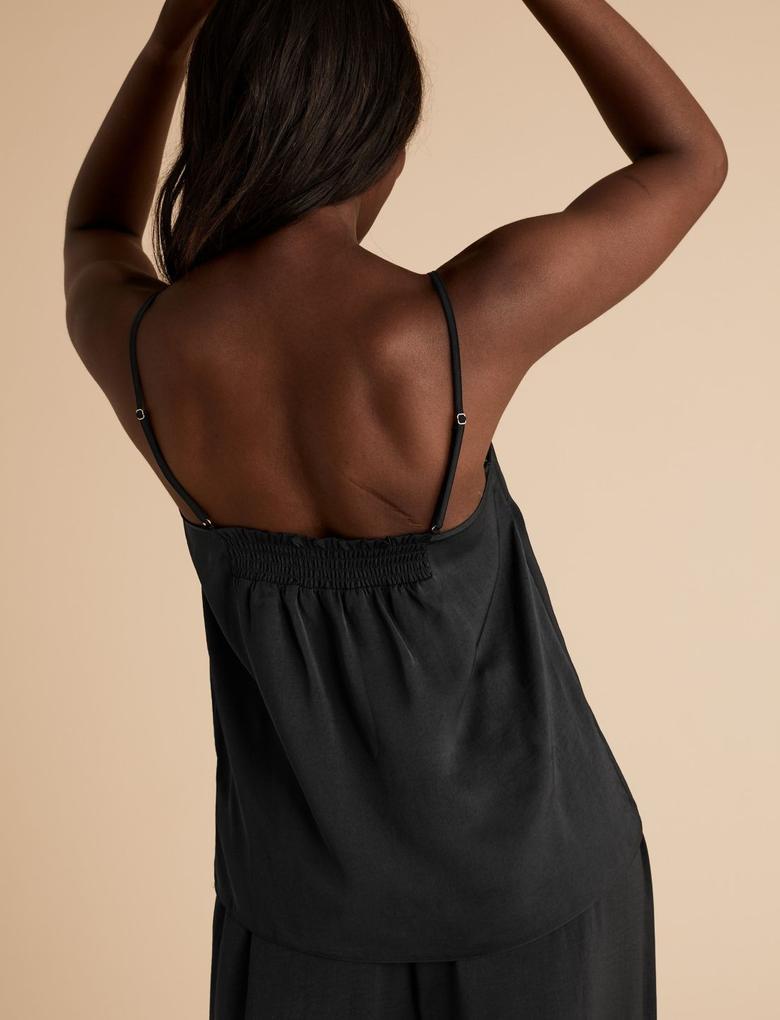 Kadın Siyah Dantelli  Askılı Pijama Üstü