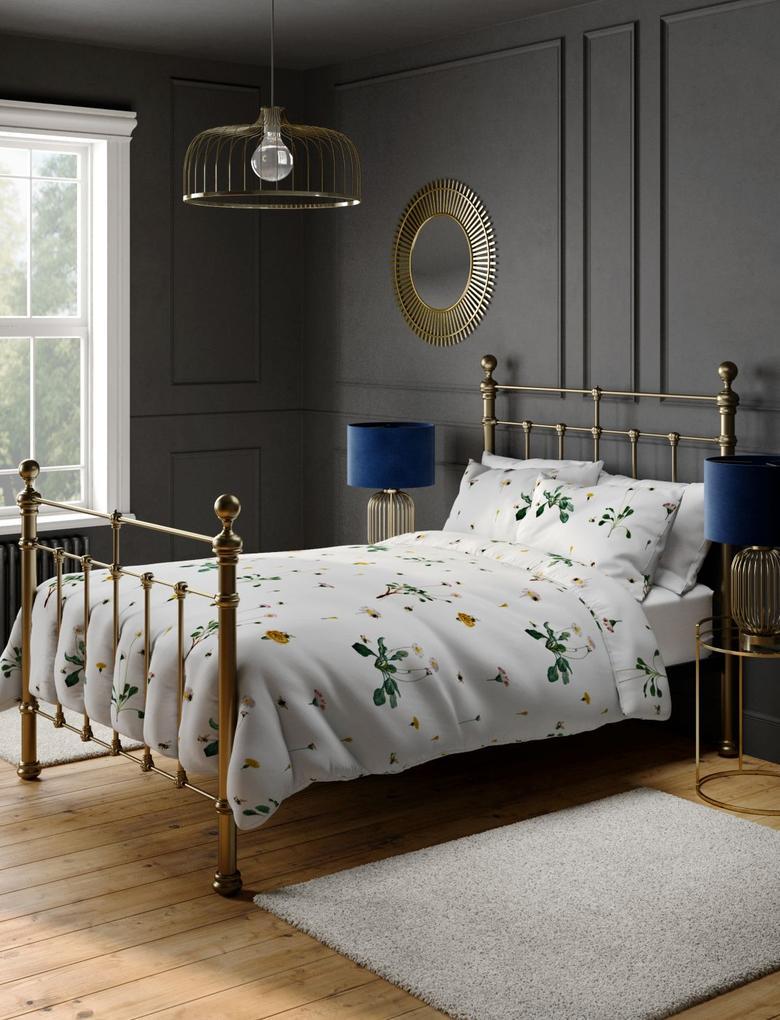 Ev Beyaz Çiçek Desenli Yatak Takımı