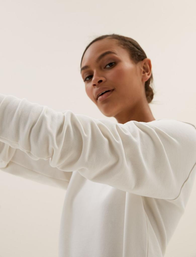 Kadın Beyaz Yuvarlak Yaka Sweatshirt