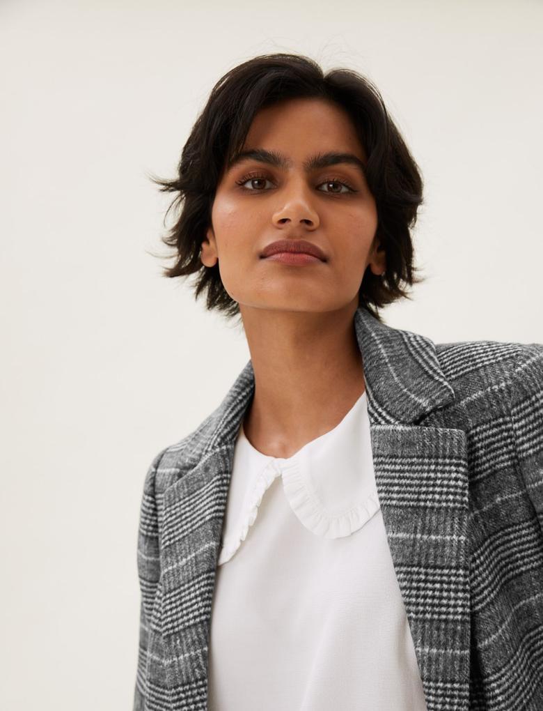 Kadın Siyah Ekose Desenli Düğmeli Ceket