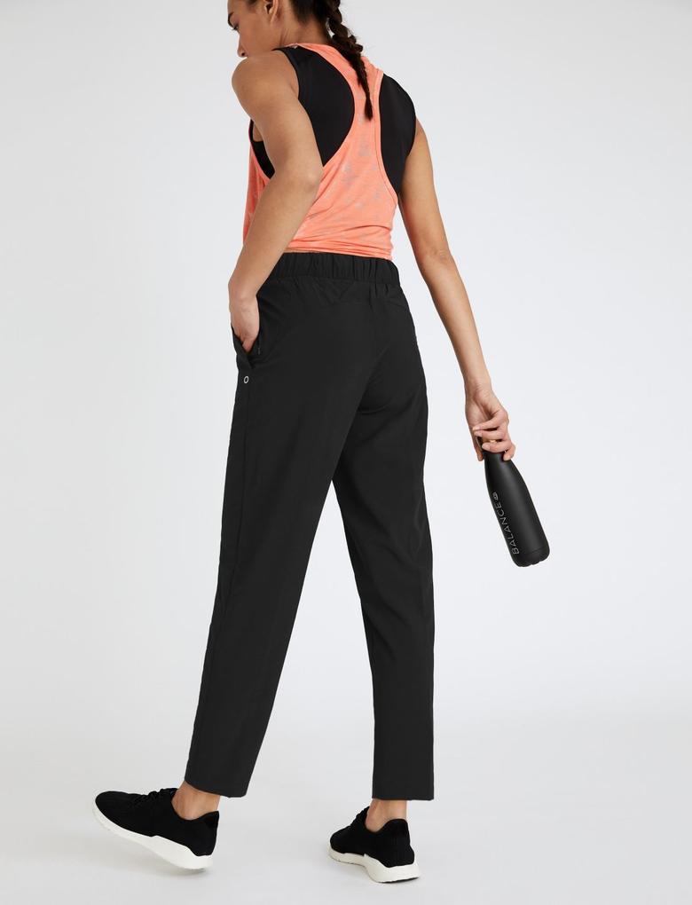 Kadın Siyah Tapered Fit 7/8 Jogger Yürüyüş Pantolonu