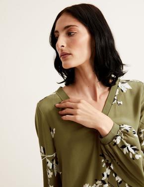 Kadın Yeşil Çiçek Desenli V Yaka Bluz